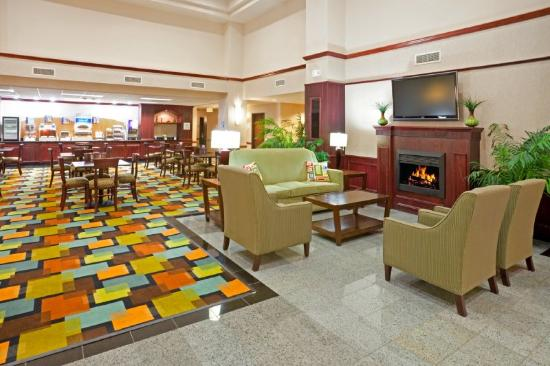 Holiday Inn Express Round Rock: Breakfast & Reception Area