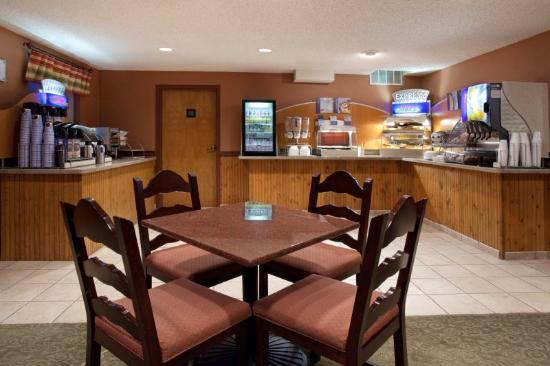 Ruidoso Mountain Inn: Breakfast Area
