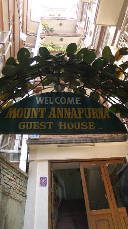 Mount Annapurna Guest House: エントランス