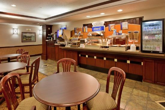 Holiday Inn Express Hutchinson: Breakfast Area