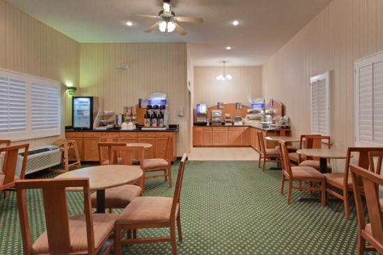 Holiday Inn Express Green Valley: Breakfast Area