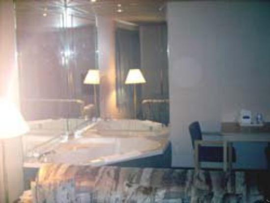 Leisure Hotel of Osage Beach: Whirlpool Suite