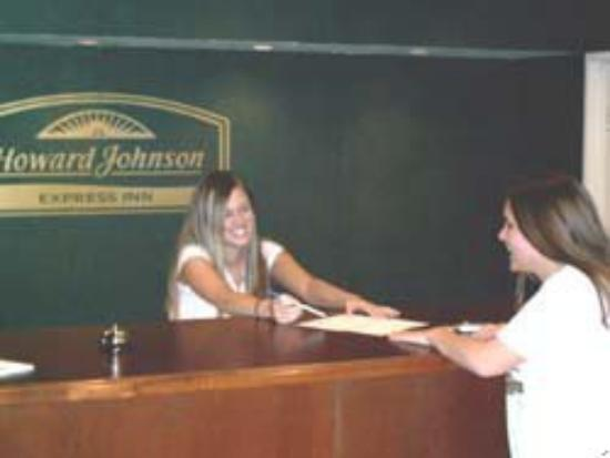 Leisure Hotel of Osage Beach: Our great front desk team will get you the kind o