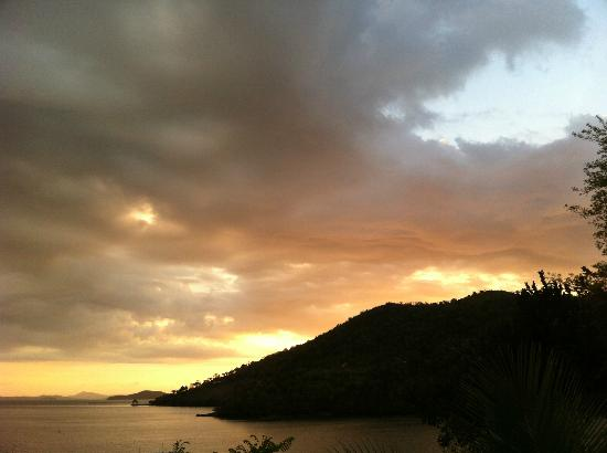 Puerto Del Sol Resort Hotel and Dive Center Coron: a daily sunset view from Puerto del Sol - Traveldivaritagoh
