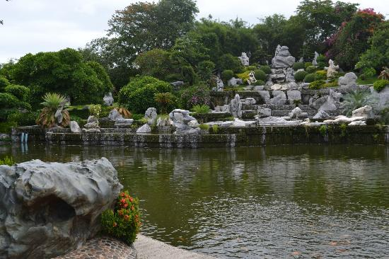 Pond & stone sculptures - Picture of Million Years Stone Park & Patta...