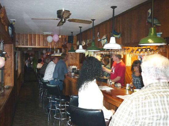 Suwannee, FL: Bar