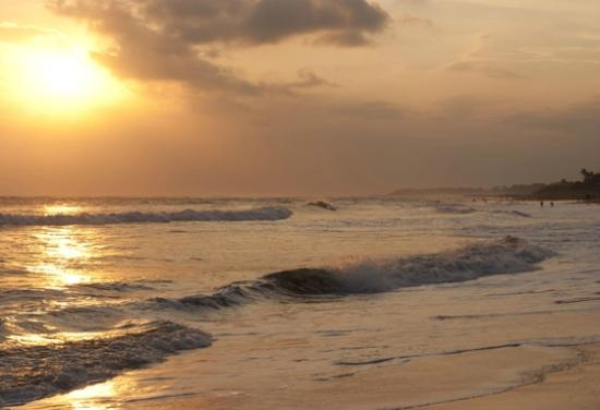 Puri Rama Homestay: Golden sunset at Brawa Beach