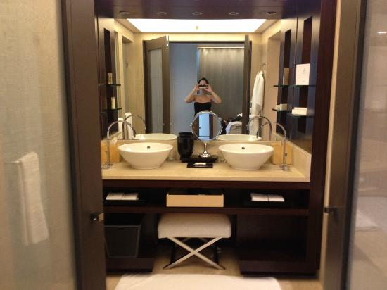 Spacious bathroom picture of hotel arts barcelona - Bang olufsen barcelona ...