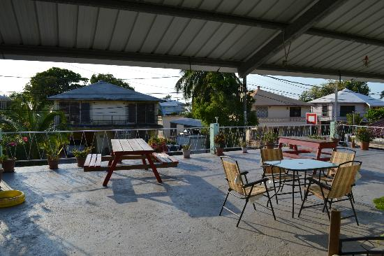 The Red Hut Inn: View of the patio deck