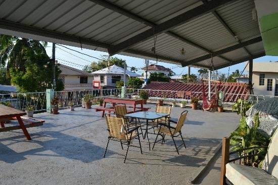 The Red Hut Inn: View of Patio Deck