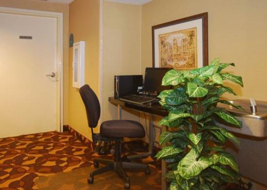MainStay Suites: Business Center