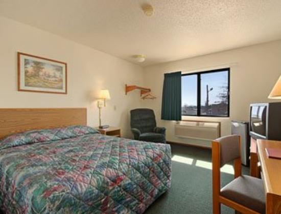 Mountain Home Super 8 Motel : Standard Queen Bed Room