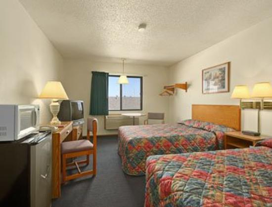 Mountain Home Super 8 Motel: Two Double Bed Room with MicroFridge