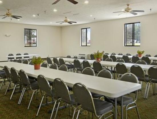 Pinckneyville, IL: Meeting Room