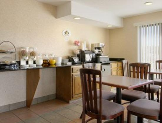 Super 8 Moody: Breakfast Area
