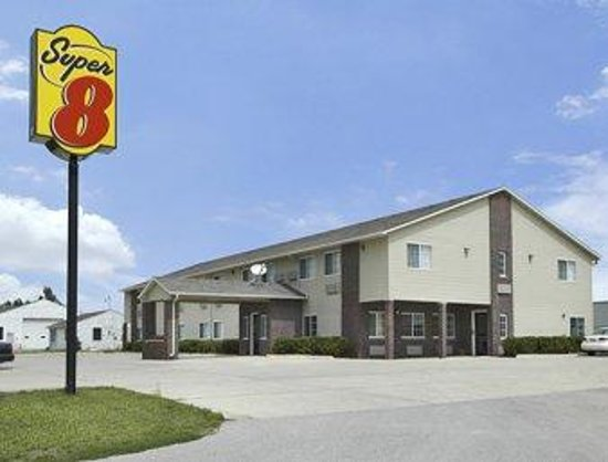 Super 8 Motel - Forest City