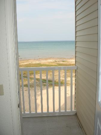 Mackinaw Beach and Bay - Inn & Suites: Door to balcony on 3rd floor.