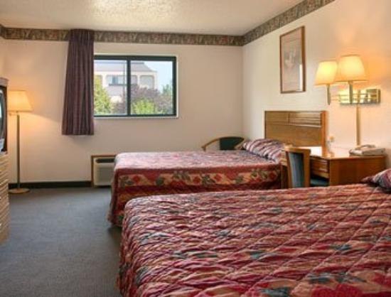 Super 8 Rockford: Standard Two Double Bed Room