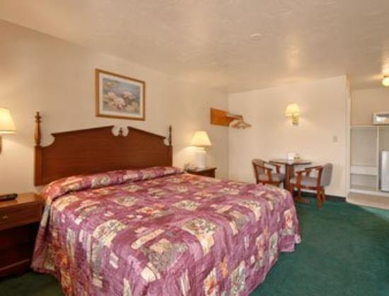 Super 8 North Attleboro: Suite