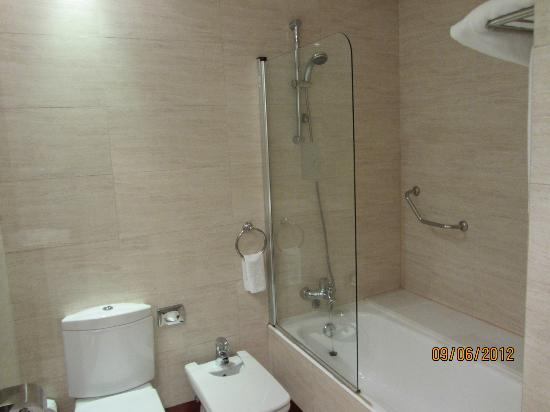 Melia Recoletos Boutique Hotel: Bathroom