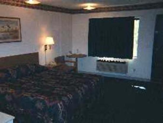 Super 8 Glacier Park/Columbia Falls : Guest Room With One King Bed