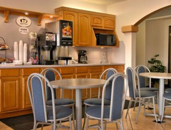 Super 8 Prescott Valley: Breakfast Area