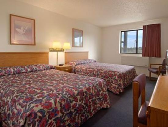 Super 8 Mansfield: Standard Two Double Bed Room