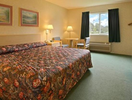 Super 8 Webster/Rochester: Standard King Bed Room