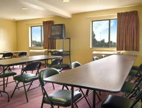 Super 8 Joliet I-55 North/Chicago Area: Meeting Room