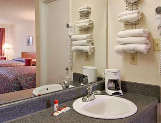 Anniston Inn and Suites: Bathroom