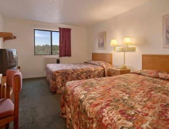 Super 8 Carlisle South: Standard Two Queen Bed Room