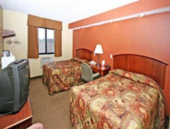 Super 8 Wilmington: 2 Double Bed Guest Room