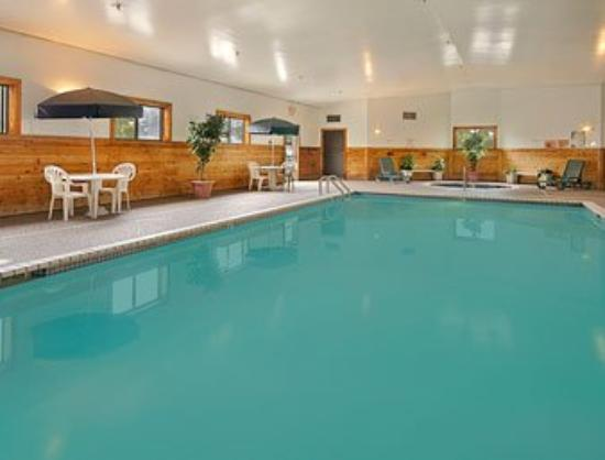 Super 8 Roseville / St Paul: A Heated Indoor Pool and Whirlpool