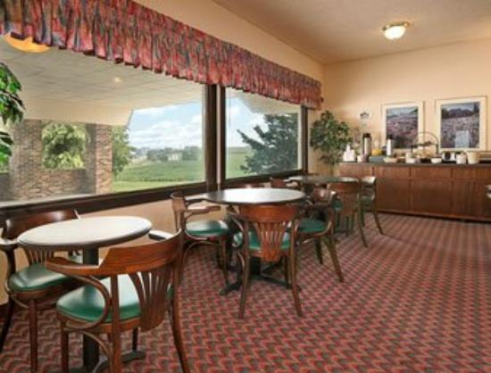 Washington, IA: Breakfast Area