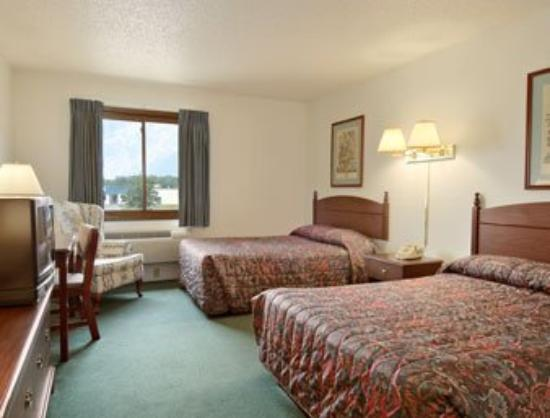Saukville/Port Washington Super 8 Motel: Standard Two Queen Bed Room
