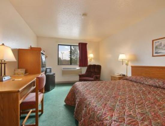 Super 8 Christiansburg/Blacksburg: King Bed Room with MicroFridge