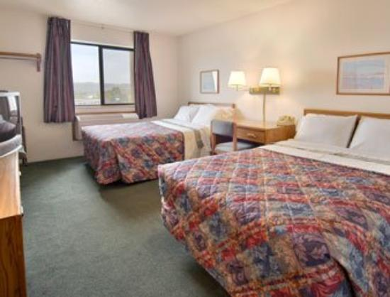 Super 8 Morehead: Standard Two Double Bed Room