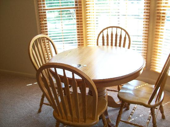 Berkeley Springs, Wirginia Zachodnia: dining room table