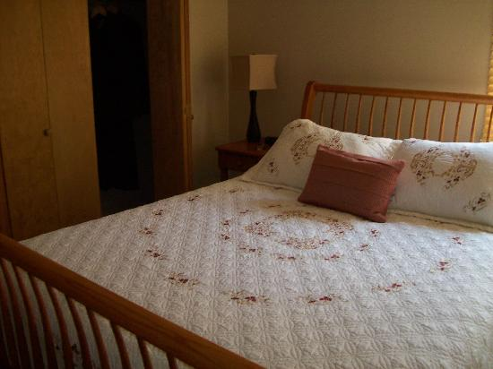 Berkeley Springs, Wirginia Zachodnia: bedroom- VERY comfortable bed!