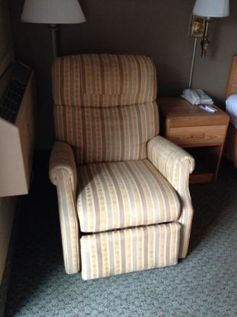 Comfort Inn & Suites N at Pyramids : chair in room