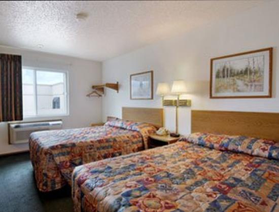 Super 8 Motel Plano / Dallas: Standard Two Double Bed Room