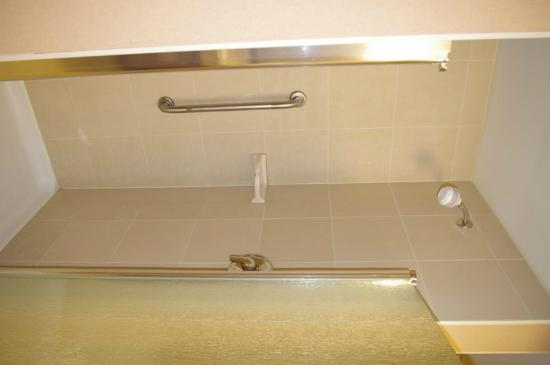 Hampton Inn Sudbury: Bath separate shower