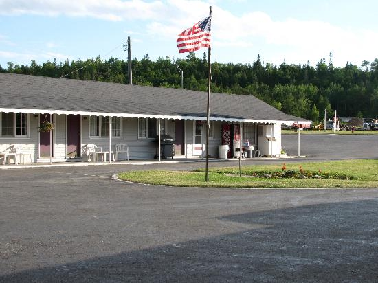 Bay View Motel: Lobby and motel