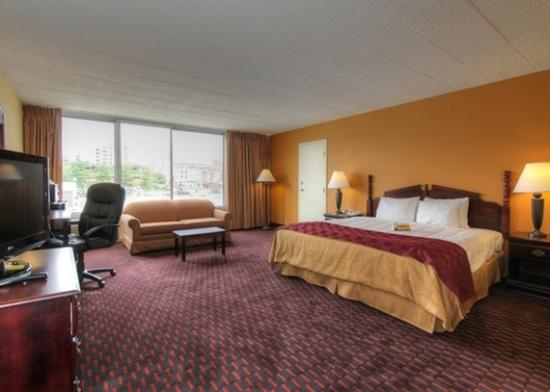 Quality Inn: Single Suite Open