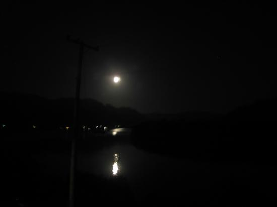 Historic Requa Inn: Moonlight over Klamath River