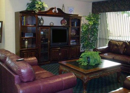 Econo Lodge Inn &amp; Suites: Lobby