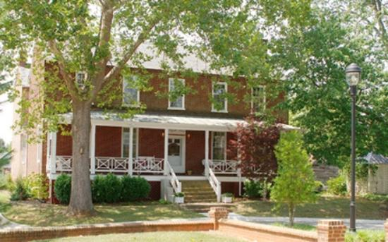 Maysville Manor Bed & Breakfast