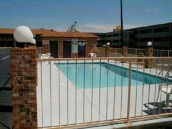 Rodeway Inn: Pool