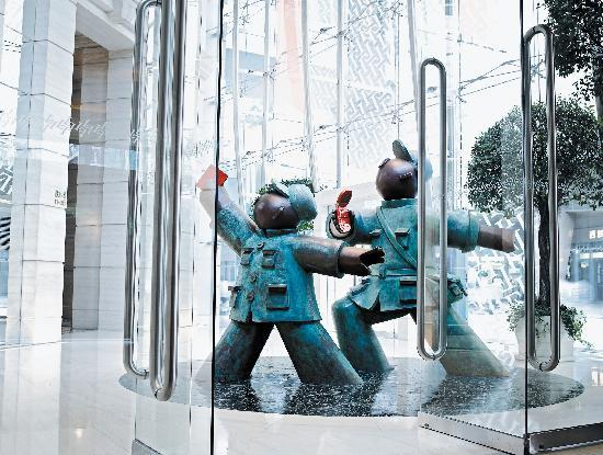 Langham Place, Mongkok, Hong Kong: Red Guards - Going Forward! Making Money! by Jiang Shuo