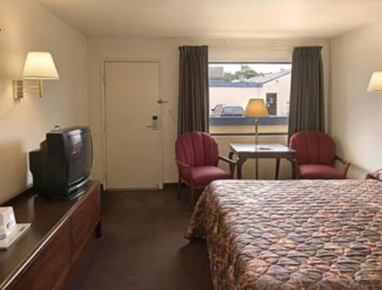 Travelodge Lafayette: Standard King